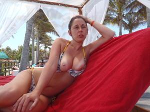 http://img287.imagevenue.com/loc169/th_068779520_my_gf_cancun_14_123_169lo.jpg