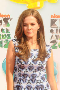 http://img287.imagevenue.com/loc197/th_357974297_CFF_Zoey_Deutch_Nickelodeons_25th_Annual_Kids_Choice_Awards_In_LA_March_31_2012_002_122_197lo.jpg