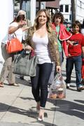 http://img287.imagevenue.com/loc459/th_763655204_Hilary_Duff_at_Crumbs_bakery38_122_459lo.jpg