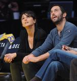 Эммануэль Шрики, фото 1692. Emmanuelle Chriqui attends the Los Angeles Lakers vs. Memphis Grizzlies NBA game in LA - 08.01.2012, foto 1692