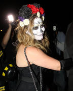 http://img287.imagevenue.com/loc510/th_419072572_Hilary_Duff_Goes_To_a_Halloween_Party6_122_510lo.jpg