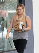http://img287.imagevenue.com/loc513/th_277430928_Hilary_Duff_leaves_Starbucks3_122_513lo.jpg