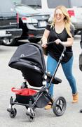 http://img287.imagevenue.com/loc595/th_579715754_Hilary_Duff_shopping_with_Luca22_122_595lo.jpg